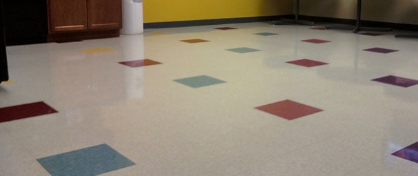 Vinyl Tile floor Stripp Clean and Wax